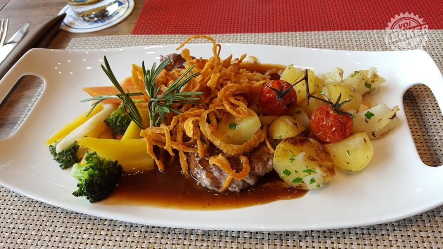 Das Oberhaus - Hauptspeise: Zwiebelrostbraten