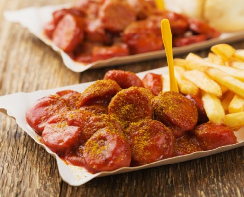 Currywurst mit Pommer traditionell