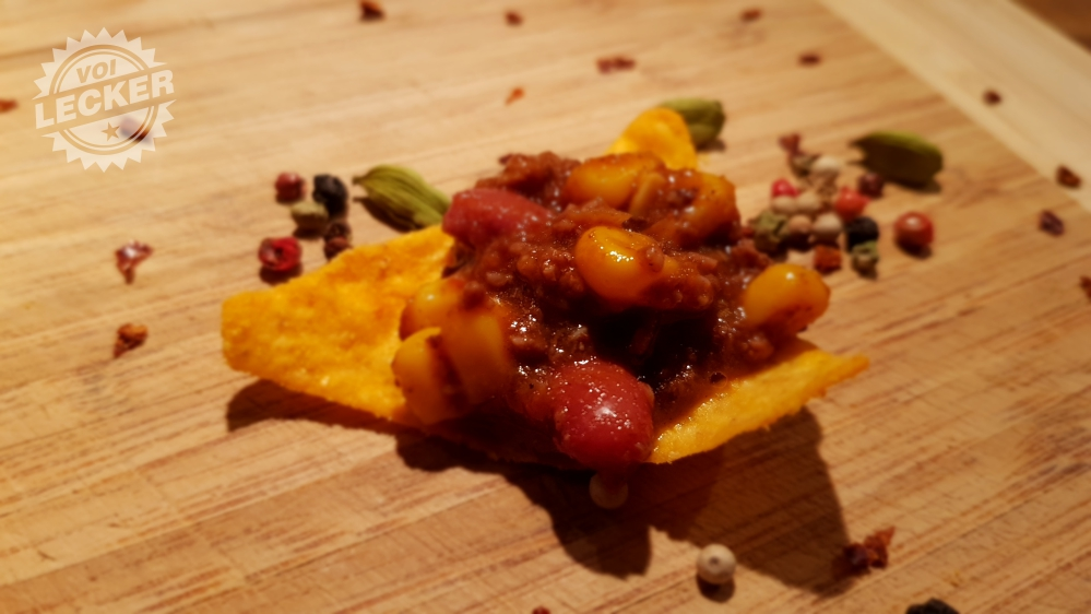 Chili con Carne auf Tortilla Chips