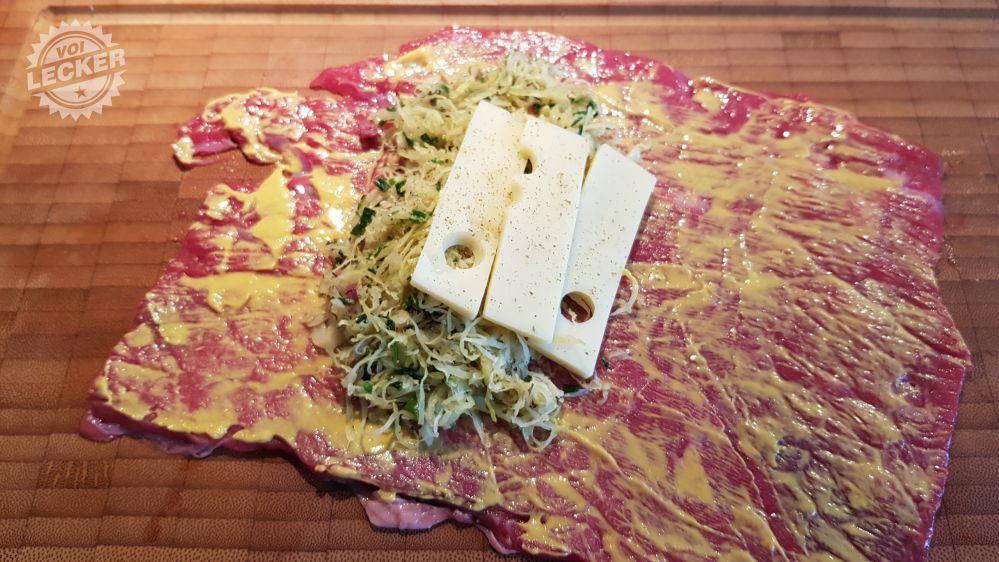 Füllung des Sauerkraut Rostbratens