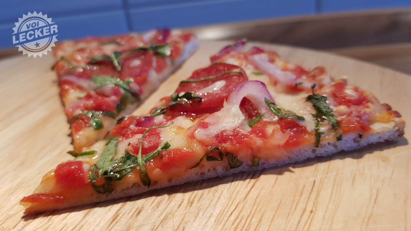 Pizza Calabrese Stücke