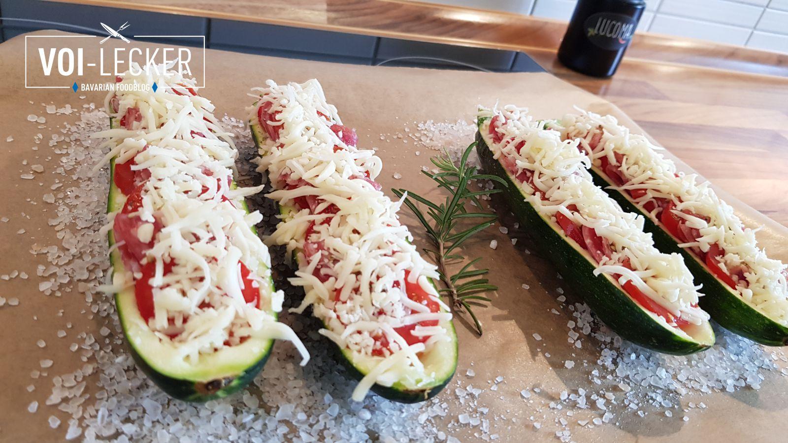 Zucchini Pizza Schiffchen gefüllt