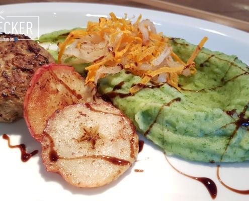 Fleischpflanzerl mit grünem Kartoffelpüree