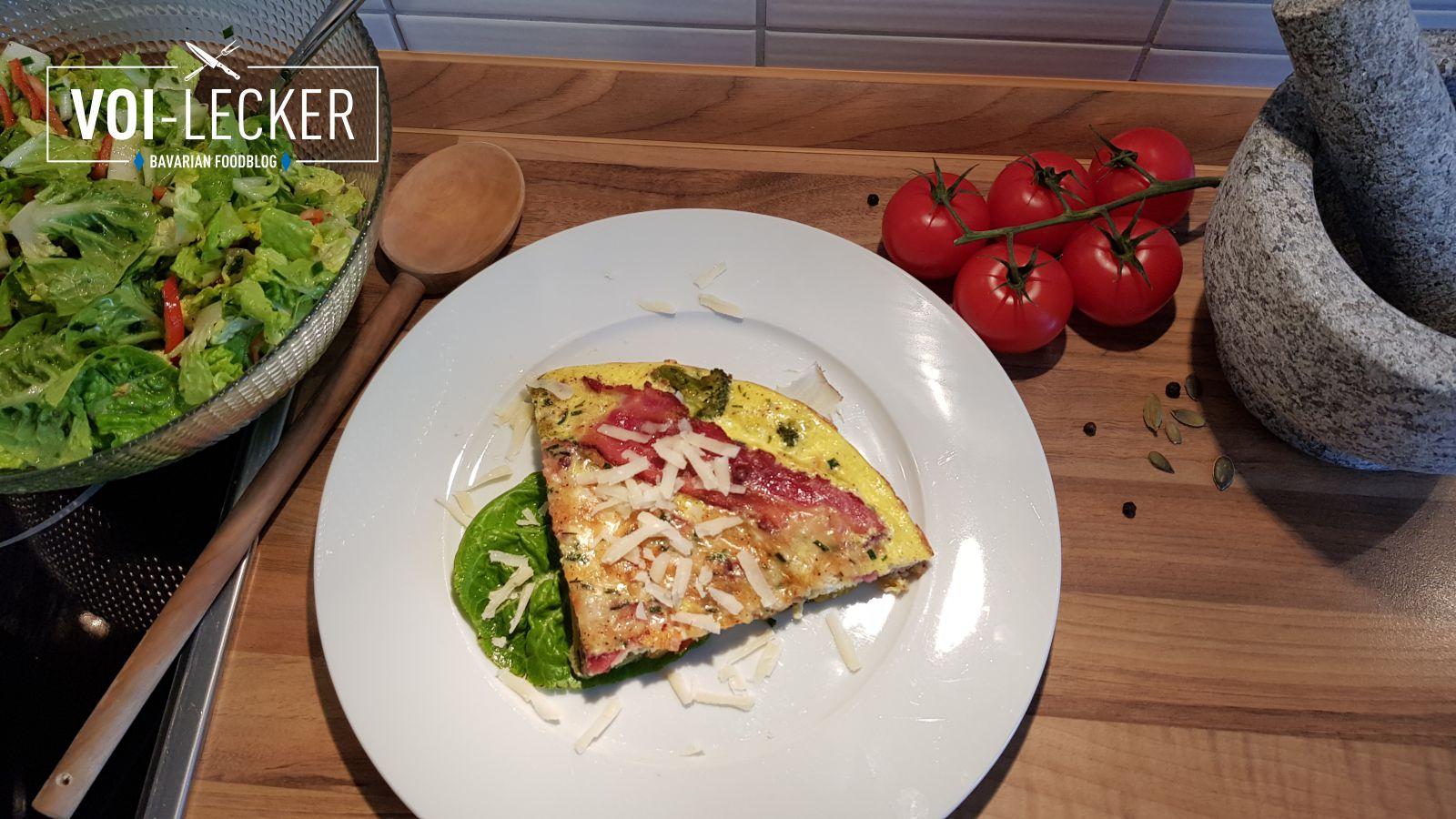 Gemüse Omelette mit Salat